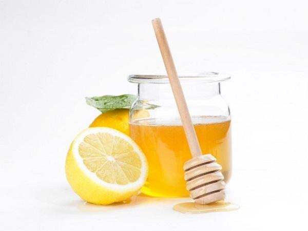 Баночка пчелиного нектара и лимон