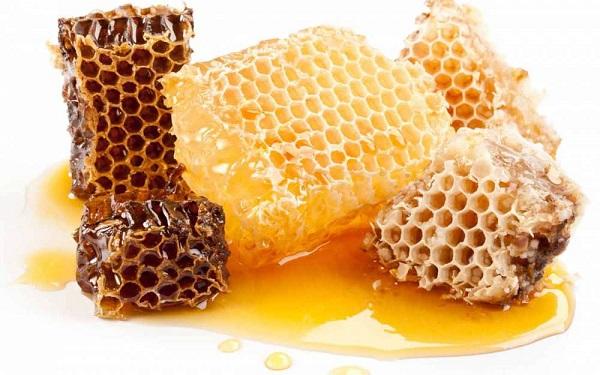 Медовые соты крупным планом