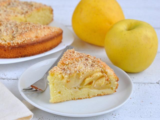 Кусочек яблочно-медового угощения
