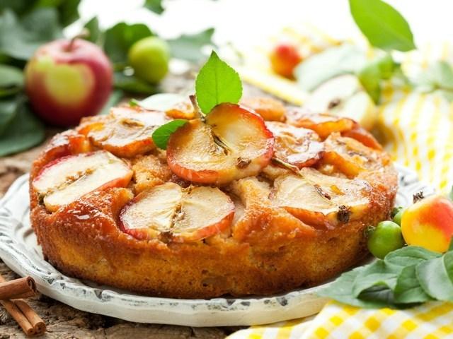 Готовим вкусную медово-яблочную шарлотку