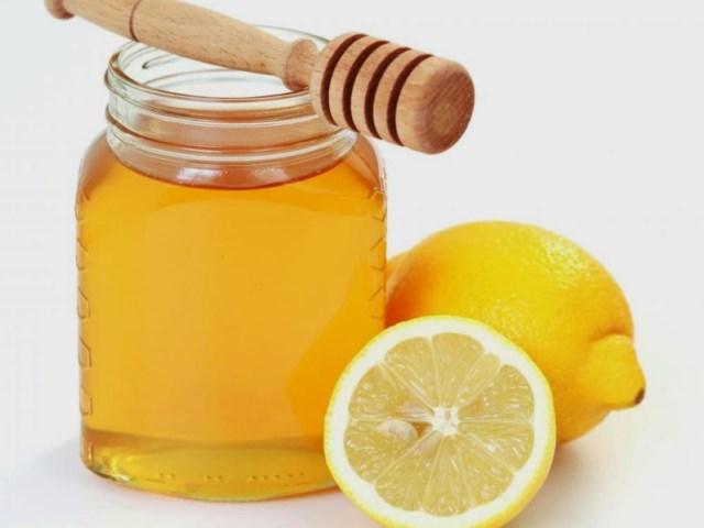 Банка с медом и лимоны