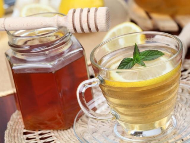 Вода с лимоном и мед