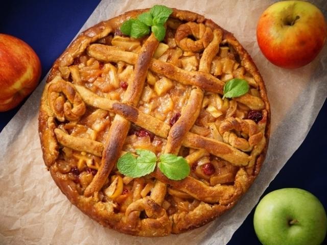Яблочно-медовый пирог — вкуснейший десерт к чаю