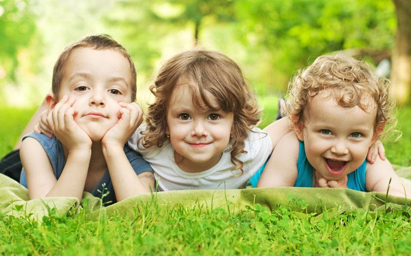 Детки на полянке