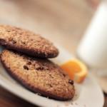 Медовое печенье на тарелке