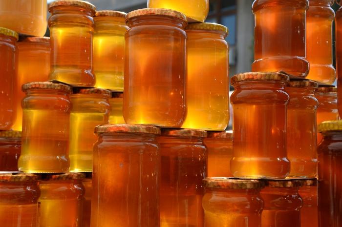 Стеклянные банки с медом