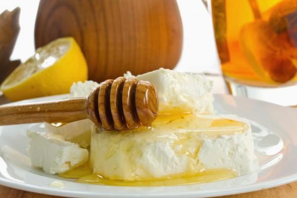 Творог, приправленный медом: вкусно и полезно