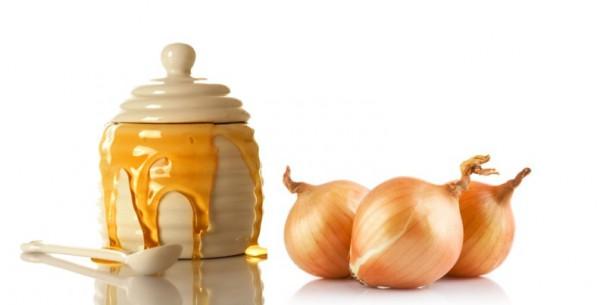 Мед и три луковицы рядом