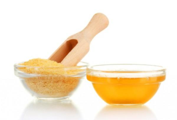 Желатин и мед рядом