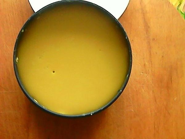 Желтый крем в жестяной банке