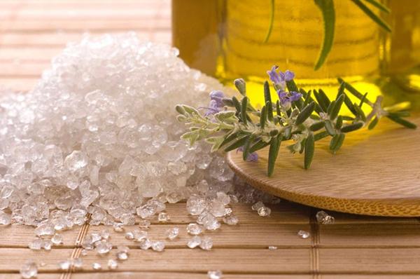Самые эффективные способы применения меда с солью