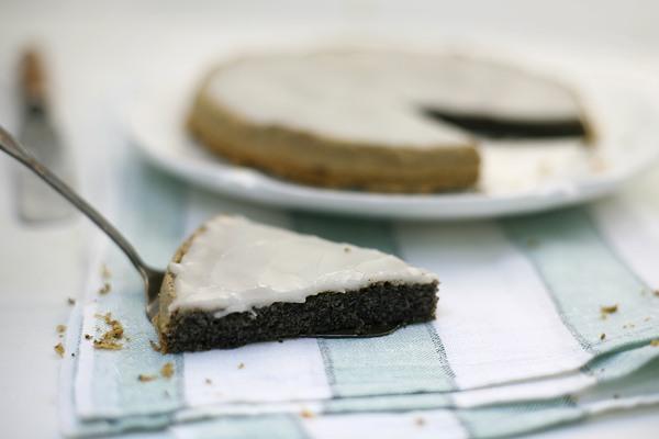 Маковый пирог в глазури