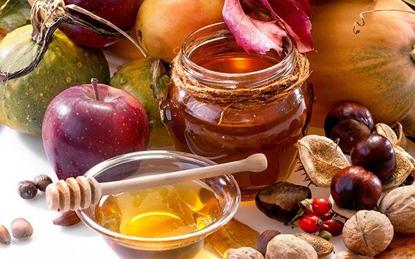 Яблоки ,мед и орехи
