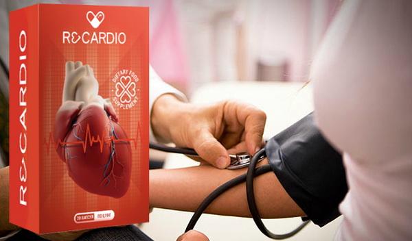 Врач замеряет артериальное давление