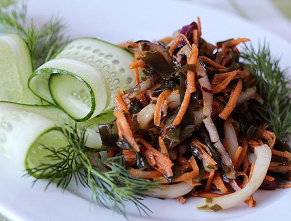 Блюдо с морской капустой