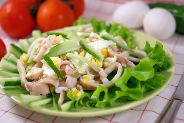 Блюдо с морепродуктами и овощами