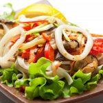 Салат на красивой тарелке