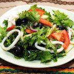 Салат с кальмаром и зеленью