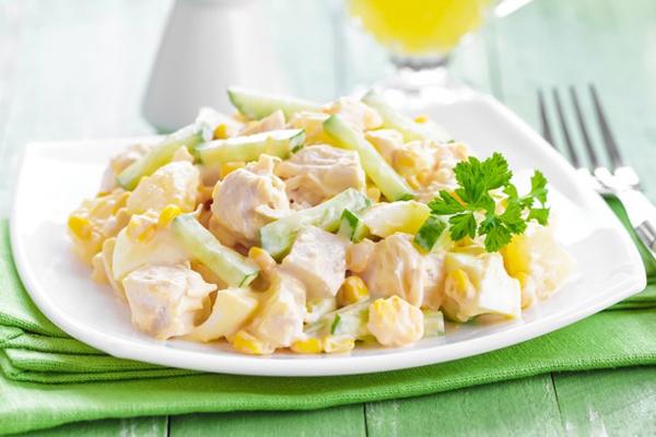 Самые вкусные салаты с курицей и ананасами