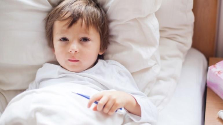 8 советов, которые помогут вашему больному ребенку спать всю ночь