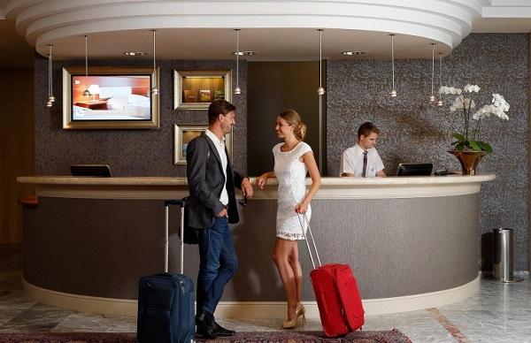 Ключ к удовлетворению потребностей гостей с напряженным персоналом отеля