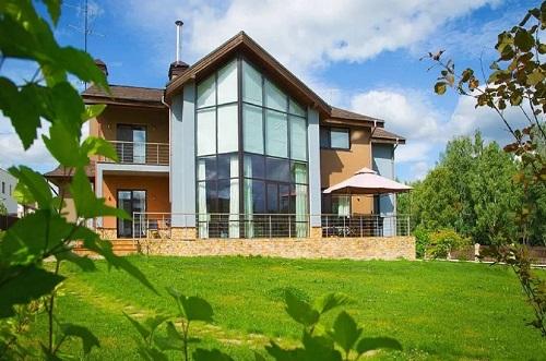Чем отличаются элитные коттеджи и дома от стандартных построек?