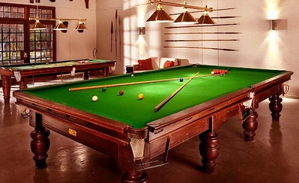 Советы по выбору идеального бильярдного стола для вашего загородного дома