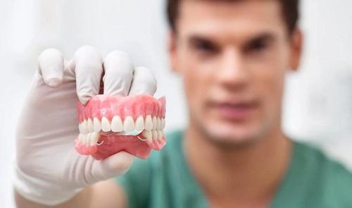 Что такое протезирование зубов? | Съемное и несъемное протезирование