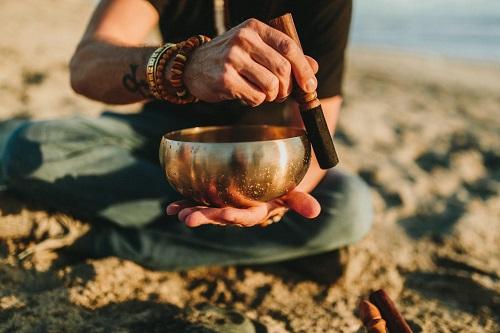 Какая польза для здоровья от поющей чаши?